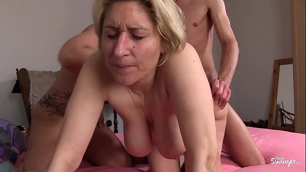REIFE SWINGER - Voluptuous mature shared in triangle
